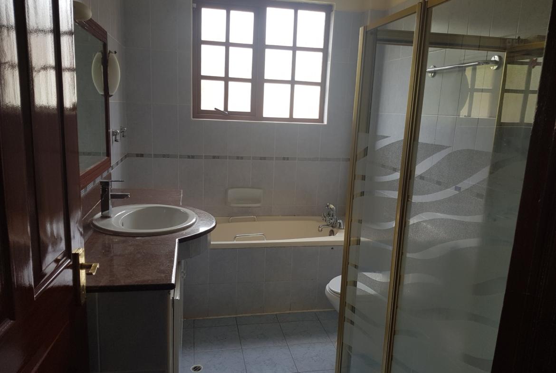Townhouse to Let Lavington Bathrooms
