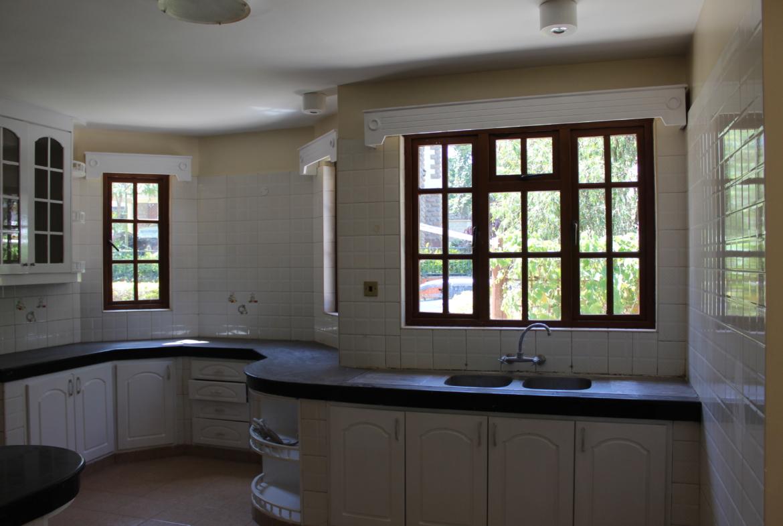 Townhouse to Let Lavington Kitchen